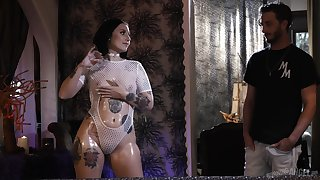 Gorgeous strumpet to plump arse Stella Raee gets her hot goods slammed