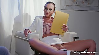 Vinna Reed gives their way client an amazing head and gets fucked nice